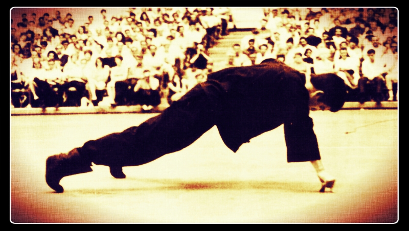 Bruce Lee two finger push-up